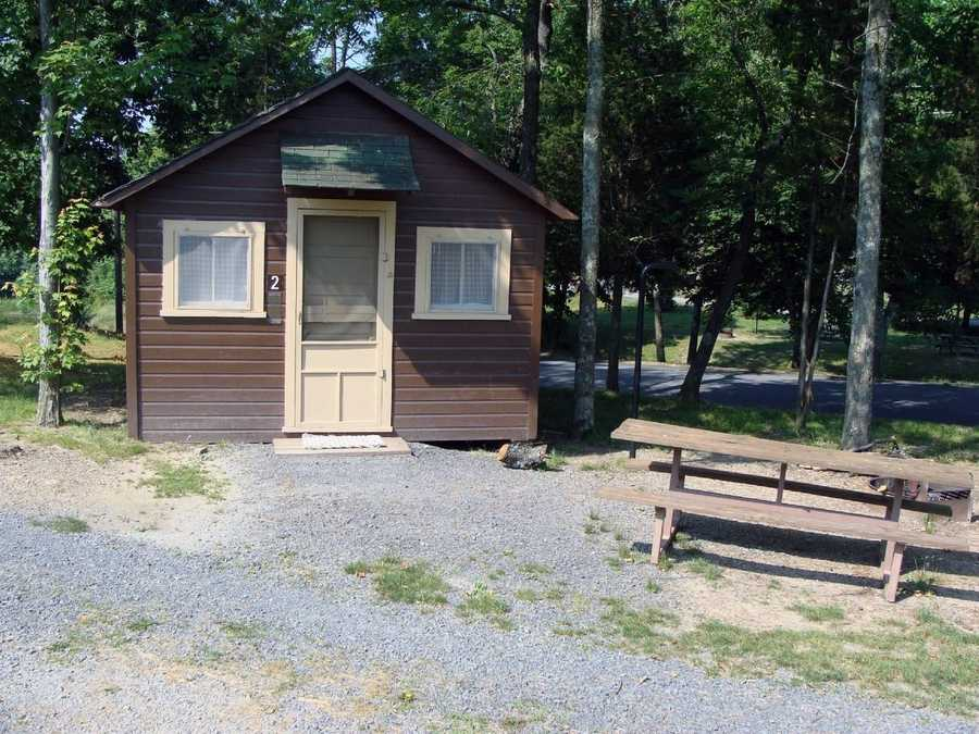 Five cottages are available. They each sleep five people in single bunks and double/single bunks.