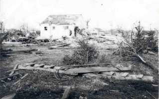 12. 1942 (384 deaths): In March 1942, a tornado outbreak struck a large area of the central and southern U.S., accounting for 152 tornado-related deaths in the year. On March 16, a late-winter season storm spawned several violent killer tornadoes from Illinois to Mississippi. An F5 tornado near Lacon, Illinois was the largest storm of the outbreak.