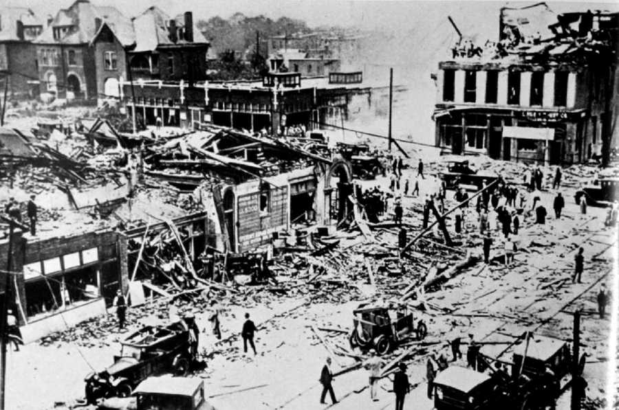 4. 1927 (540 deaths): While not one the deadliest, the tornado in September of 1927 in St. Louis, Missouri was the second costliest tornado in St. Louis history. The tornado cut a 600 yard by 12 miles long strip through the city, costing anywhere from $22-53 million worth of damage. Between 72 and 79 persons were killed (approximately 13% of tornado-related deaths that year).