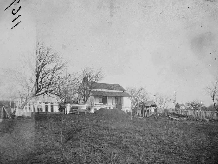 This is how the Leister House looked in the 1860s around the time of the battle.