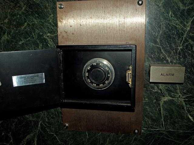 Ambush center lock.