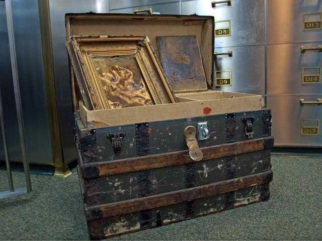 An old steamer trunk.