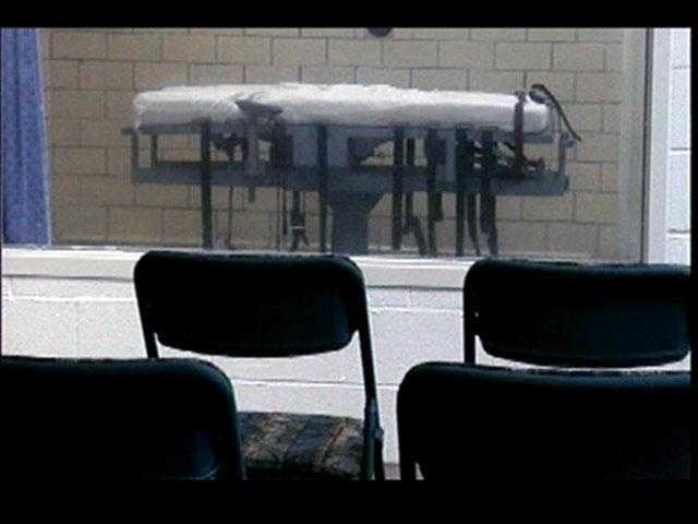 Witnesses can watch the execution in this room.