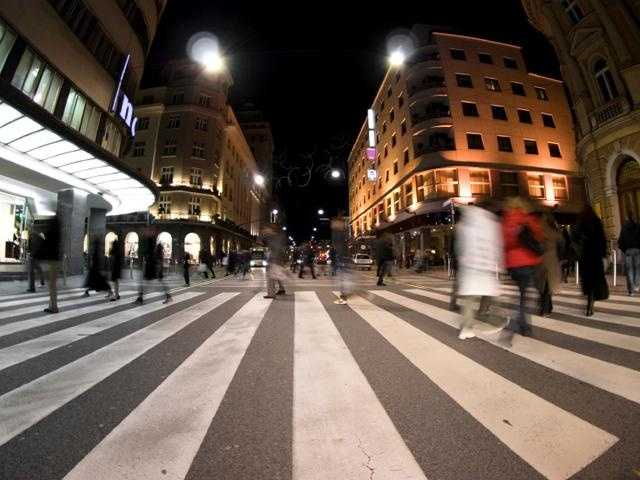 Agyrophobia: Even if there are no cars around, some people still suffer from the fear of crossing roads.