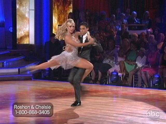 Len liked the transitions but wanted more tension in his legs. Bruno also thought his legs were a bit wobbly. Carrie Ann welcomed Roshon back to the competition.