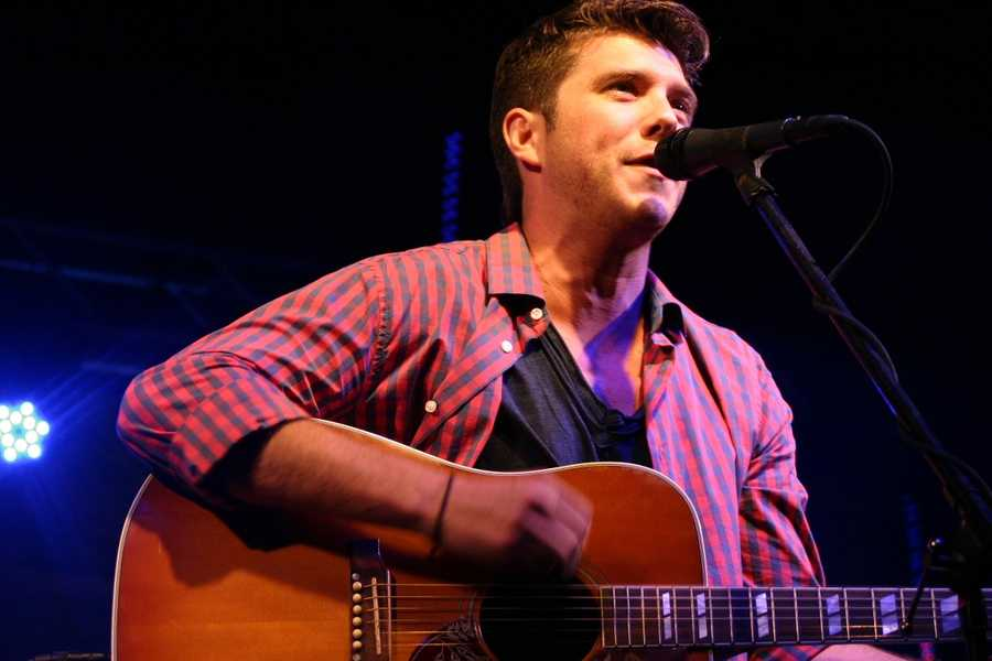 Thomas Fiss, a former member of the American boy band 'Varsity Fanclub', was the first act to perform at the concert.