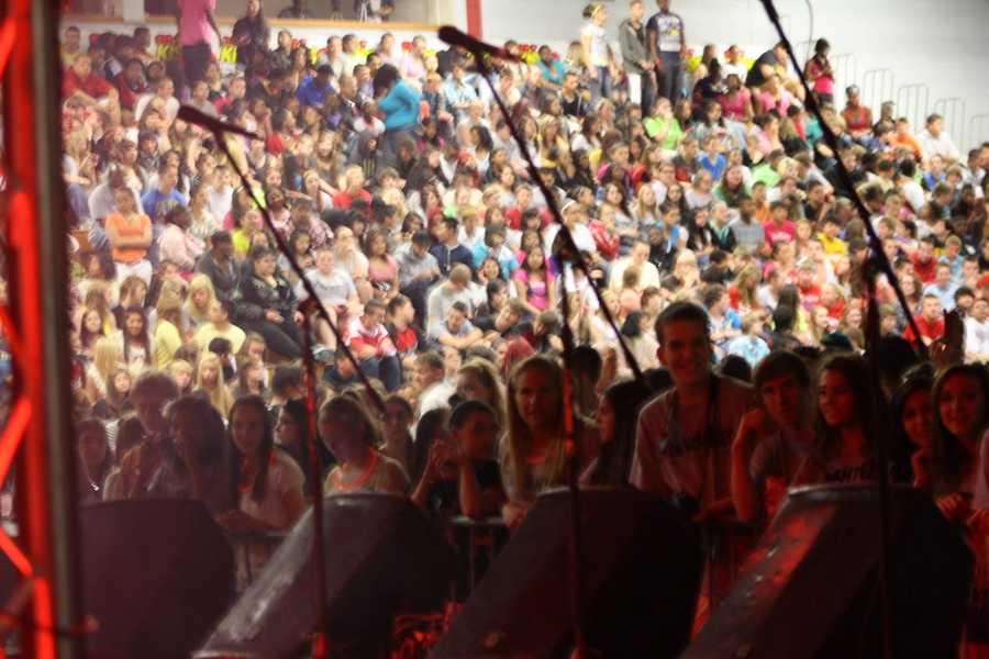 Over 2 million tweets from Racine Horlick High School were sent in order to win this concert.