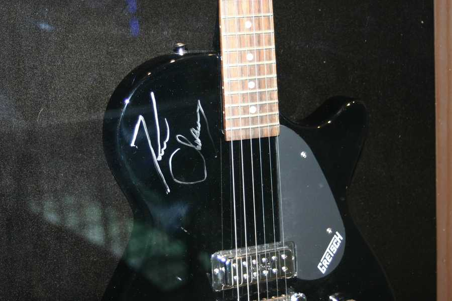 Kenny Chesney signed guitar