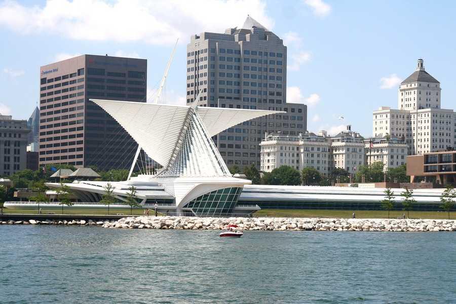 Milwaukee - 51 mph wind gust