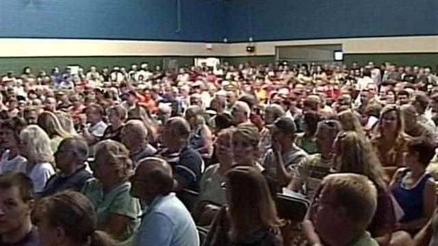 Hundreds pack public hearing after gasoline leak