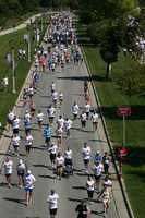 Runners (left) and walkers (right) heading South on Lincoln Memorial Drive.