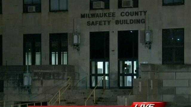 Deputies say the phones are down at the Milwaukee County Sheriff's Office 911 call center.