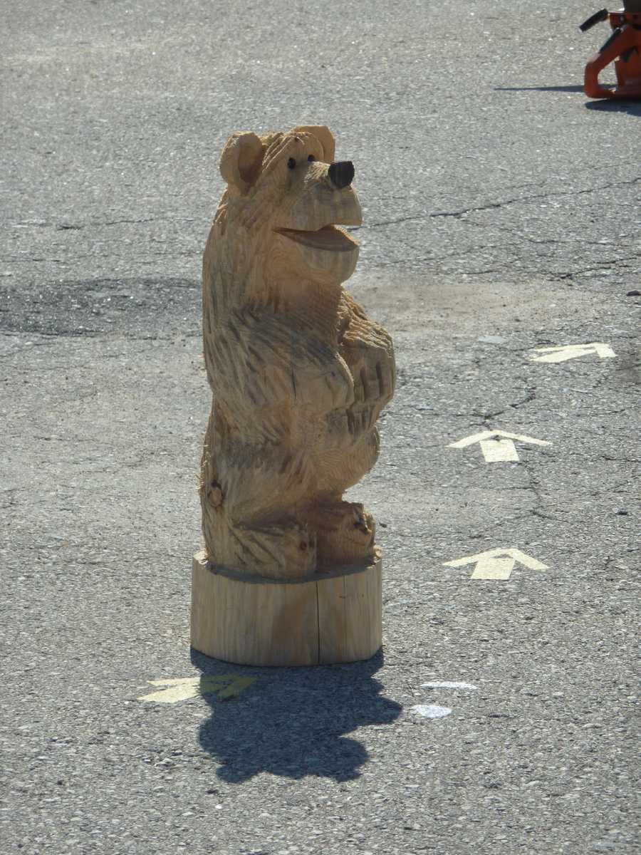 A wood-carved bear at the lumberjack area.