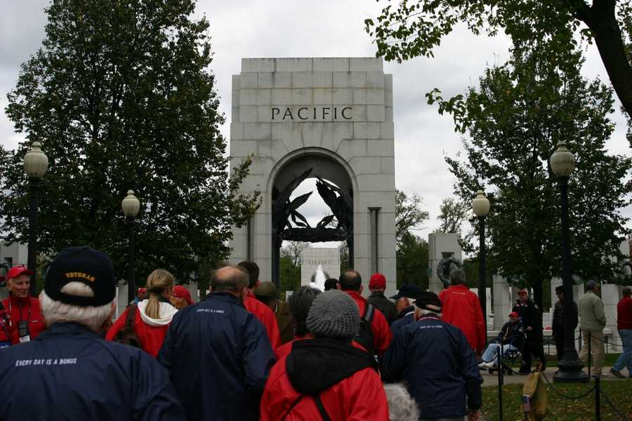The two fronts of the war (Pacific & Atlantic) are depicted with arches on opposite sides of the memorial.
