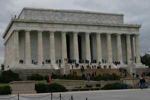The Lincoln Memorial is in the same general area as the Vietnam Veterans Memorial and Korean War Veterans Memorial.