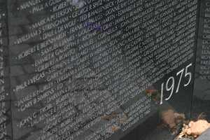 The starting and endng years are on the same pannel of the memorial.