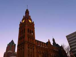 The Milwaukee City Hall was finished in 1895, at which time it was the tallest habitable building in the United States. The city hall's bell tower, at 353 feet, also made it the second tallest structure in the nation, behind the Washington Monument. The Hall was Milwaukee's tallest building until completion of the First Wisconsin Center in 1973.