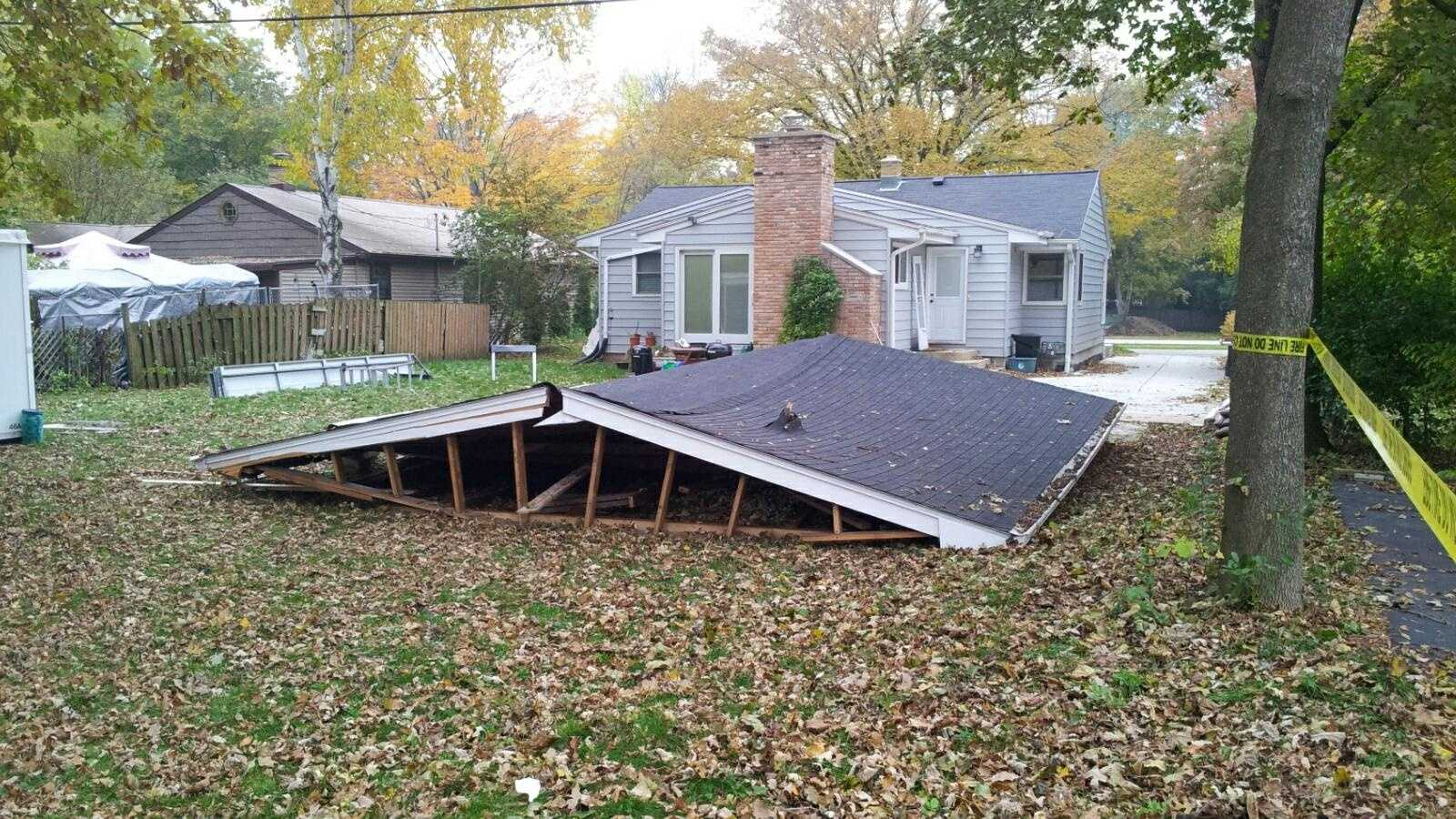 garage collapse 1.jpg