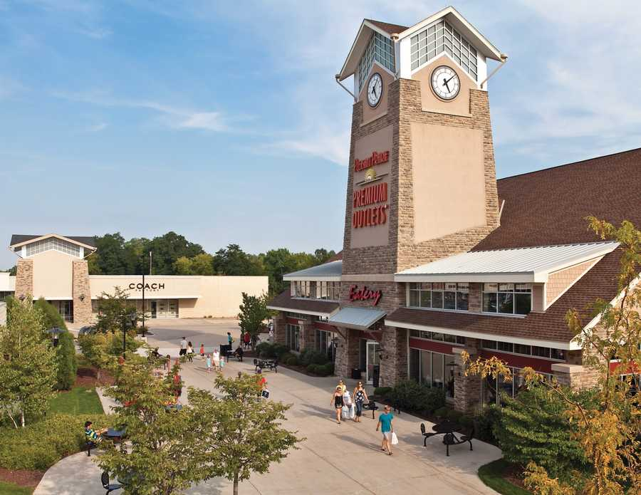 Pleasant Prairie Premium Outlets: Some stores will open at 9 p.m. Thanksgiving night. The whole mall will open at midnight and stay open until 10 p.m. Friday, Nov. 29.