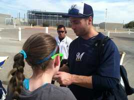 Ryan Braun signs autographs