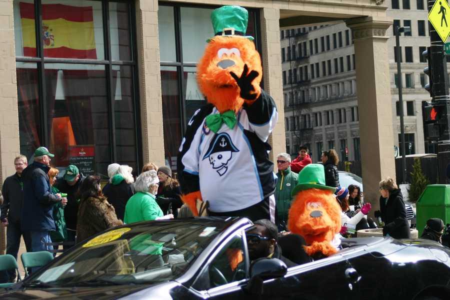 Milwaukee Admirals mascot, Roscoe.