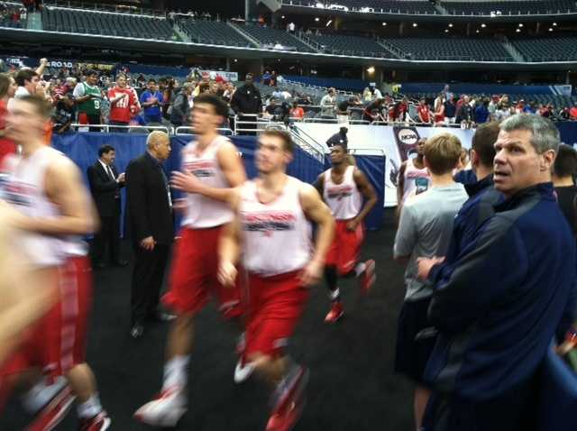 The Badgers run out to the court for practice at AT&T Stadium