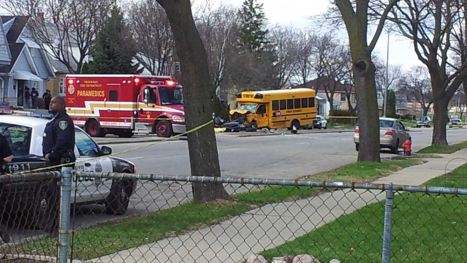bus crash 0425.jpg