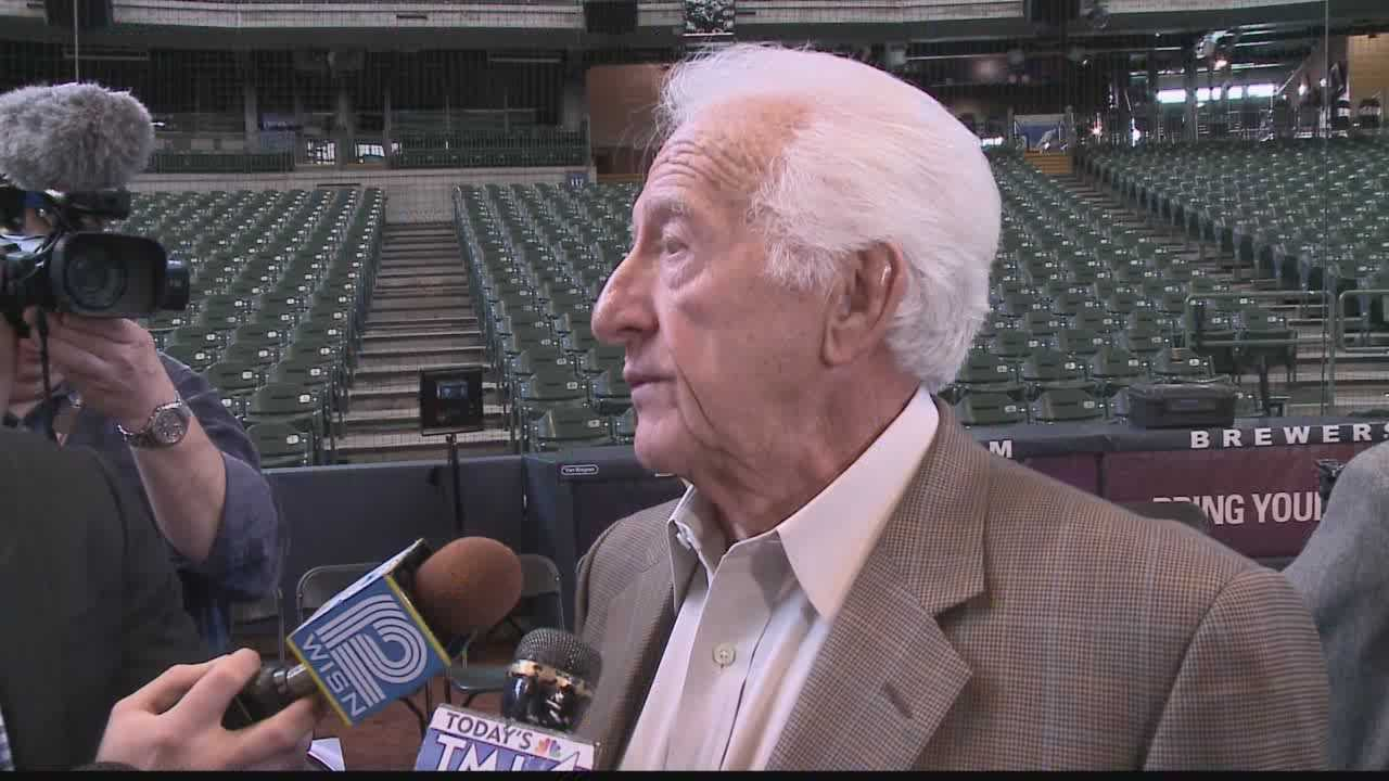 Milwaukee Brewers legends come out to see unveiling of statue of Brewers announcer Bob Uecker