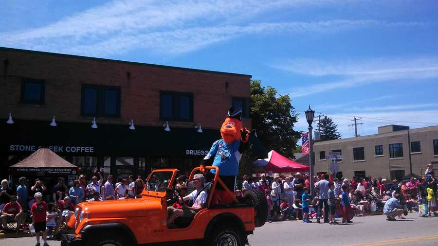 Roscoe, from the Milwaukee Admirals, in the Whitefish Bay parade