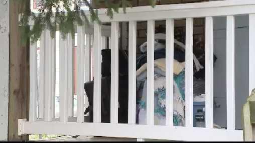 house porch (squatter)