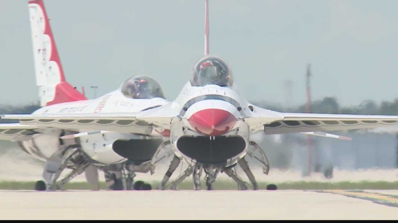 USAF thunderbirds take to the skies of Milwaukee