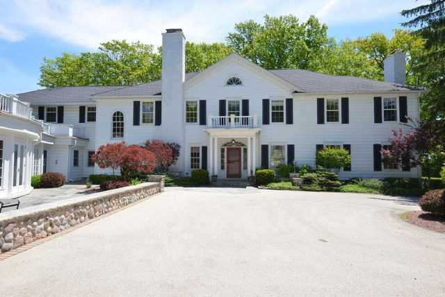 Gracious Colonial with sweeping views of Lake Michigan,gleaming hardwood floors, arches, exquisite colonial details, and large Chef's Kitchen with island.For more information click here!