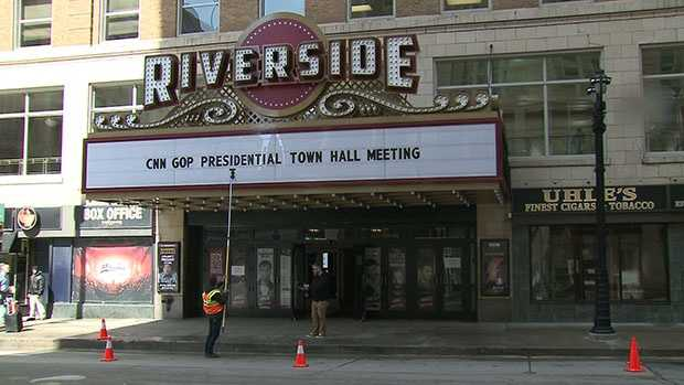 Crews update the marquee at Milwaukee's Riverside Theater on Friday, March 25 in advance of CNN's town hall meeting with Republican candidates.
