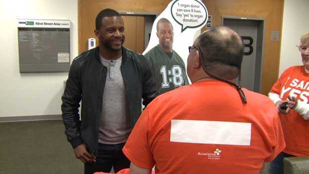 Cobb visits transplant patients
