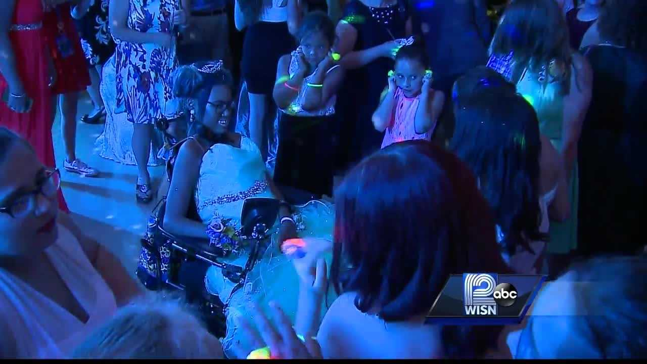 Family and friends are giving an Appleton teen her dying wish -- a prom.
