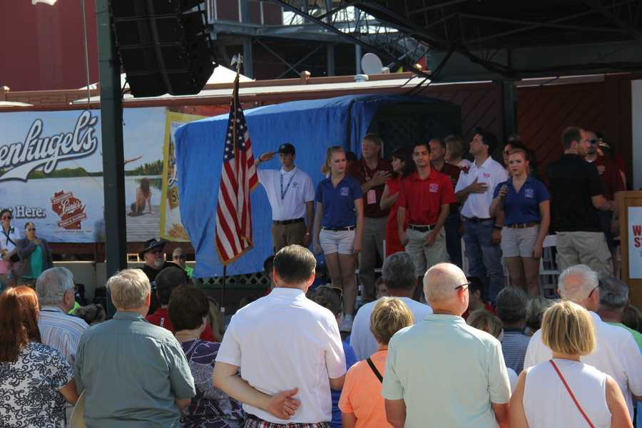 The opening ceremony started with the National Anthem sung by the Kids from Wisconsin.