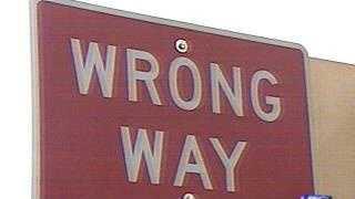 Wrong Way sign - 2924090