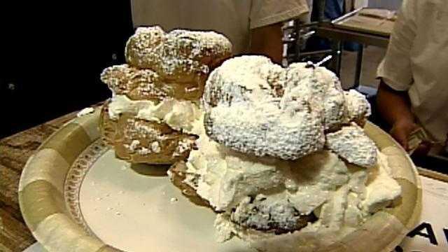 cream puff at State Fair (good shot) - 20305791