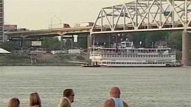 Belle of Louisville wins Great Steamboat Race