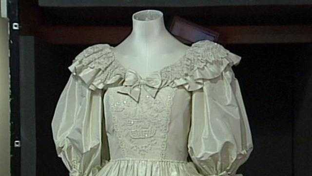 Princess Diana's wedding dress, other mementos