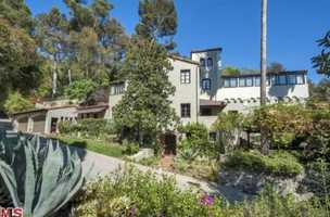 Sheryl Crow has decided that a change would do her good and has listed her Los Angeles home for sale for the price of $15.95 million. Take a tour inside this beautiful home featured on realtor.com
