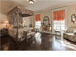 Spacious roomsilluminatedby lots of natural light