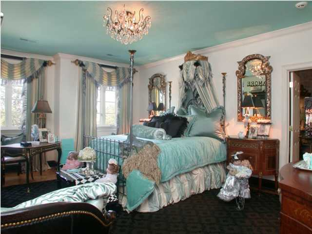 One of the four total grand bedroom suites.