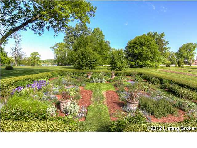 Plush garden and backyard behind the home which is on a total of 8.4 acres of land.