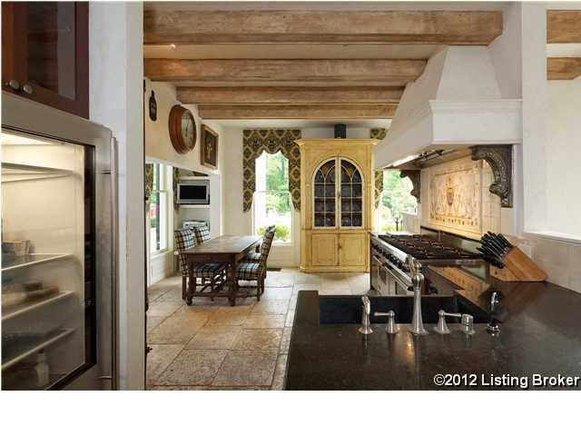 This is definitely a cook's kitchen! It features an understated- rustic-chic decor, perfect for family gatherings.