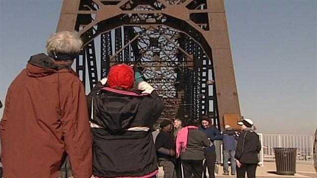 Big Four Bridge opens to pedestrian traffic
