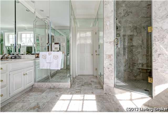 Alternate view of the bathroom.