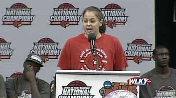 Lady Cardinal Shoni Schimmel thanks the fans for supporting the national runners-up.