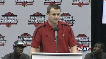 Lady Cardinals coach Jeff Walz addresses the fans at a Louisville basketball celebration Wednesday.