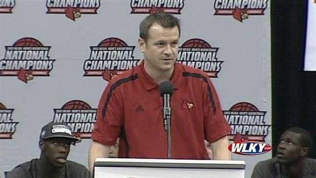Lady Cardinals coach Jeff Walz addresses the fans at a Louisville basketball celebration Wednesday.